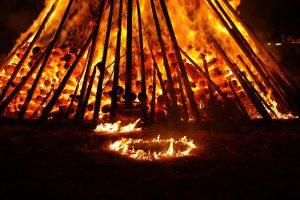 noc swietojanska ognisko